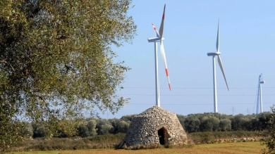 Energia, Italia prima al mondo nel solare  ma i tagli frenano il boom delle rinnovabili