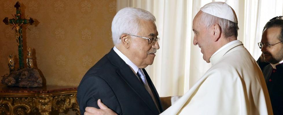 """Papa Francesco, venti minuti con Abu Mazen: """"Lei sia un angelo della pace"""""""