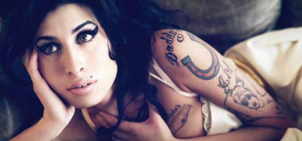 """""""Fragile e sola: gli amici svelano la vera Amy Winehouse"""""""