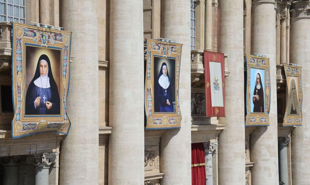 Papa Francesco proclama sante quattro suore