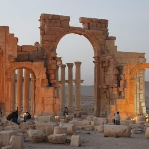 """Siria: Palmira, la """"sposa del deserto"""" assediata dall'Is"""