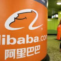 """Kering fa causa ad Alibaba: """"Vende prodotti con marchi contraffatti"""""""