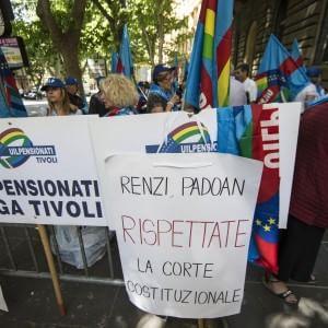 """Approvato il decreto sulle pensioni. Renzi: """"2 miliardi e 180 milioni a 3,7 milioni di persone"""""""
