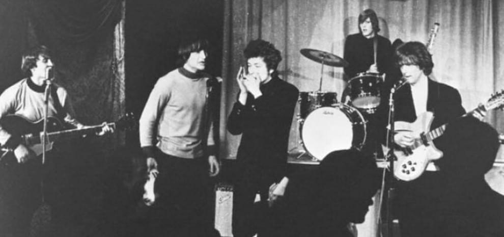 """""""Mr Tambourine Man"""" compie cinquant'anni: i Byrds galvanizzano la visione di Bob Dylan"""