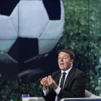"""Calcio, l'ira di Renzi: """"Basta con questi personaggi. Vincano famiglie, non diritti tv"""". Tavecchio: """"Faremo pulizia"""""""