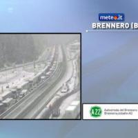 Maltempo, neve di fine maggio: traffico Brennero in tilt
