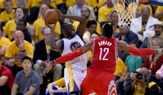 Basket, playoff Nba: a Houston non basta Harden, Golden State vola sul 2-0
