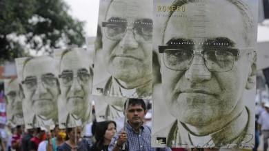 """Romero proclamato beato   Foto   """"Ma non fu Wojtyla a osteggiarlo"""""""