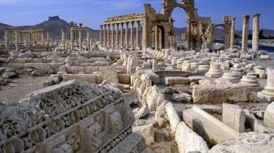 """Gentiloni: """"Rivedere strategia anti-Is""""  Distrutti monumenti a Palmira"""
