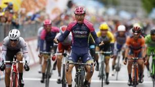 Aru rosa a sorpresa   video   Caduta frena Contador Modolo vince allo sprint