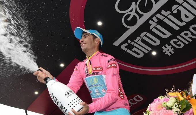 Aru in rosa a sorpresa   video   Una caduta frena Contador