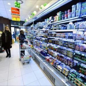 """Francia, troppo cibo sprecato. Il governo ai supermercati: """"Bisogna darlo ai poveri"""""""