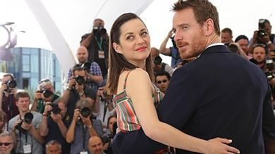 """Macbeth"", Cannes finisce in tragedia Fassbender e Cotillard sovrani dark   Video  Il re fra trono e battaglie   A  Moretti  premio della  giuria ecumenica"