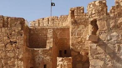 Palmira, bandiera nera dell'Is sulle rovine