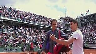 Invasione di campo per il selfie  Roger Federer si arrabbia