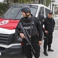 Tunisi, sparatoria in caserma al Bardo: otto morti, escluso terrorismo