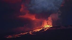 Si risveglia il vulcano Wolf L'eruzione dopo 33 anni    video