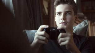 Mio figlio è dipendente dai videogiochi: cosa posso fare?