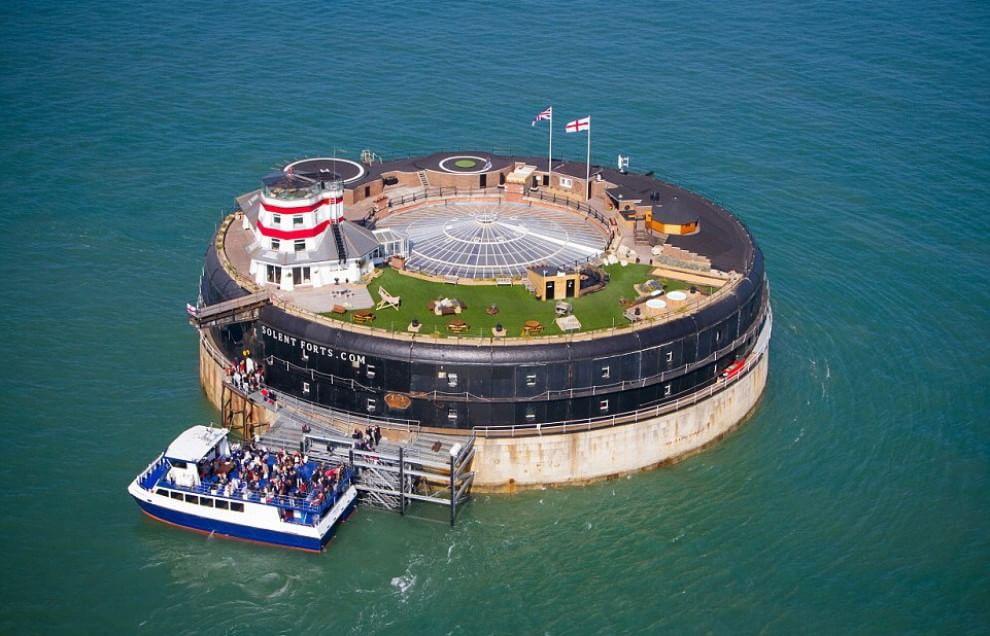 Regno Unito, hotel di lusso in mezzo al mare: il panorama è straordinario