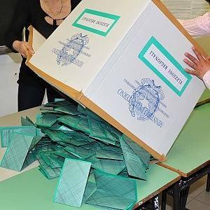Al voto tra candidati indagati per spese pazze, condannati e impresentabili