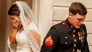 Sposini pregano prima del ''sì'' lo scatto diventa virale