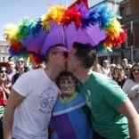 """La Santa Sede: """"Il sì alle nozze gay  è una sconfitta per l'umanità"""""""