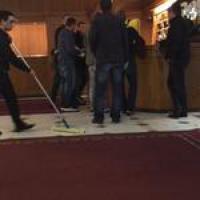 Calcio, arrestati a Zurigo funzionari Fifa per corruzione: l'arrivo della polizia all'hotel Baur au Lac