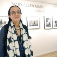 Fotografia, è morta Mary Ellen Mark. Da Madre Teresa di Calcutta a  Fellini, una reporter...