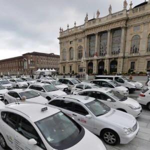 """Il tassista Villa: """"Non pagano tasse né contributi, è questo il futuro?"""""""
