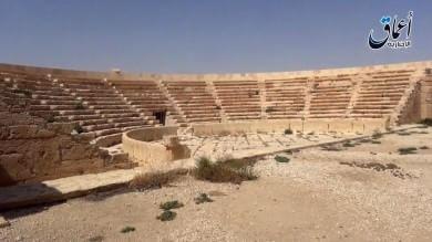 Is, esecuzioni nell'anfiteatro a Palmira  Attacchi kamikaze in Iraq, oltre 55 morti