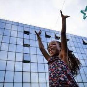 Hotel 4 stelle, modello di autogestione e convivenza multiculturale