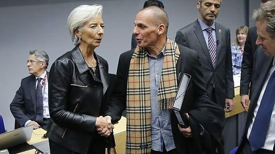 Schaeuble e il Fmi frenano sulla Grecia, Milano chiude in ribasso