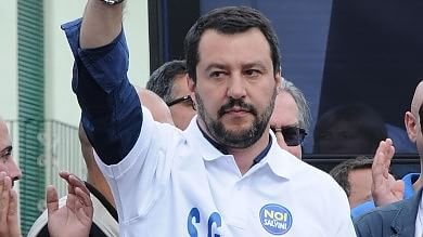 """Salvini attacca di nuovo i rom: """"Raderemo  al suolo i campi"""". Sel: """"Sciacallaggio"""""""