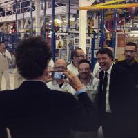 Fca, Renzi a Melfi: Elkann scatta la foto con gli operai