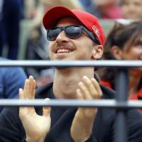 Parigi, tifoso speciale per Djokovic. Sugli spalti c'è Ibrahimovic