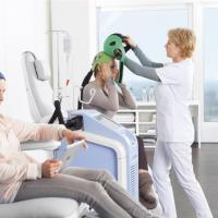 Donne, cancro e chemioterapia: arriva il casco che salva i capelli