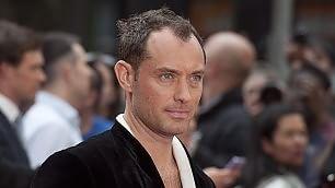 """Vdeointervista a Jude Law   """"Papa per Sorrentino, ma sogno 007"""""""