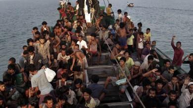 Emergenza Rohingya, schiavi dei barconi  in fuga da fame e violenze etniche   video