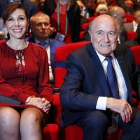 Congresso Fifa, Blatter e la dama in rosso
