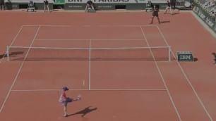 Tra Tsonga e Sela finisce a calcio-tennis: che show