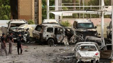 Offensiva Is, autobomba in Iraq   vd   -   foto    e a moschea sciita in  Arabia Saudita