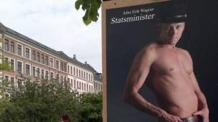 Danimarca, il candidato premier  nudo nei poster: solo un cinturone