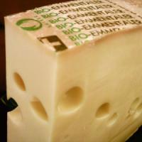 Svizzera, svelato il mistero dei buchi del formaggio Emmental