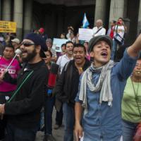 Il Guatemala si ribella, tutti in piazza con un tweet