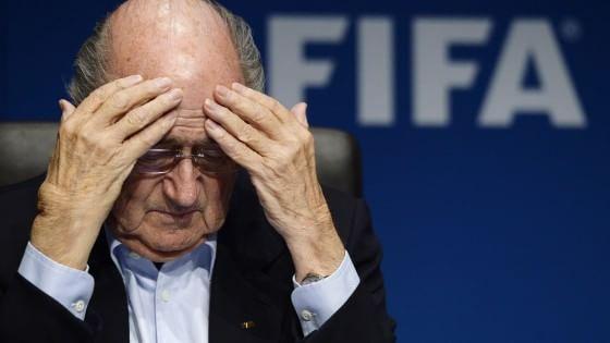 """Scandalo Fifa, Blatter annuncia dimissioni: """"Lascio per il bene del calcio"""". Fbi: """"E' indagato"""""""
