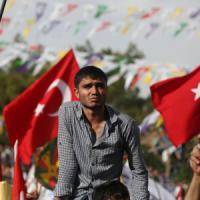 Kurdistan turco, bombe al comizio del Partito democratico curdo