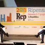 Renzi sul palco di RepIdee: