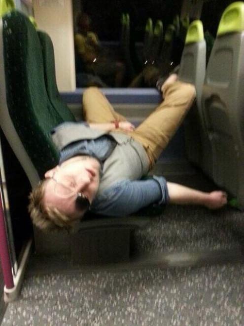 Fatiche da pendolare: il sonno è in treno