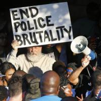 Texas, si è dimesso il poliziotto delle violenze durante una festa di ragazzi