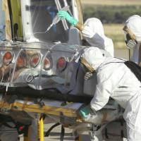 """Ebola, dimesso infermiere dallo Spallanzani: """"Grazie Italia. Tornerò in Africa"""""""